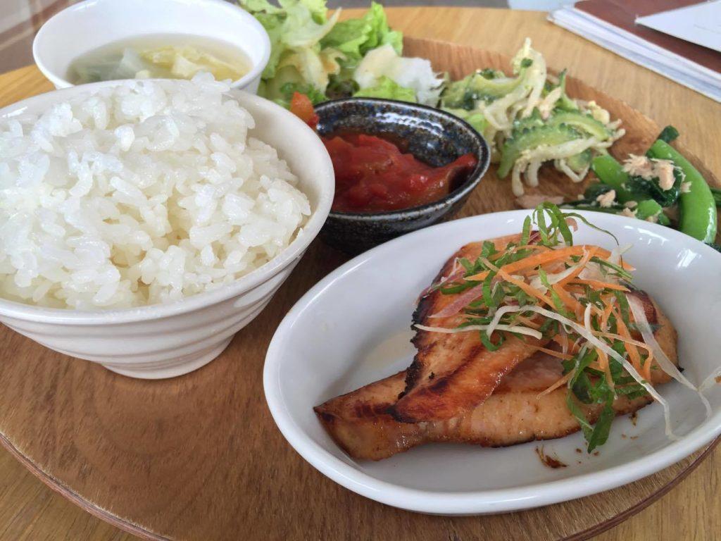 日替わりごはんプレート魚料理の写真