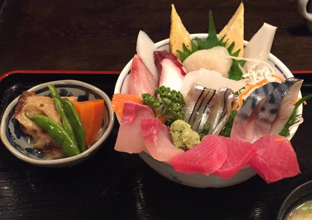 特上海鮮丼と煮物