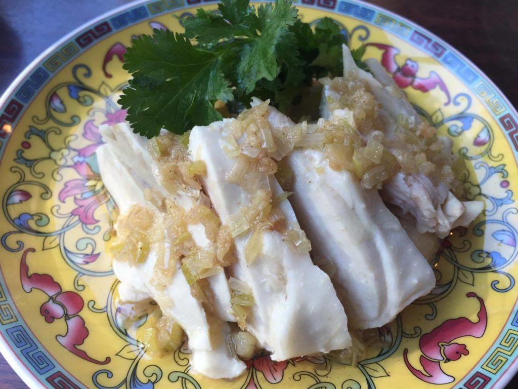 白切鶏 蒸し鶏の葱姜ソース
