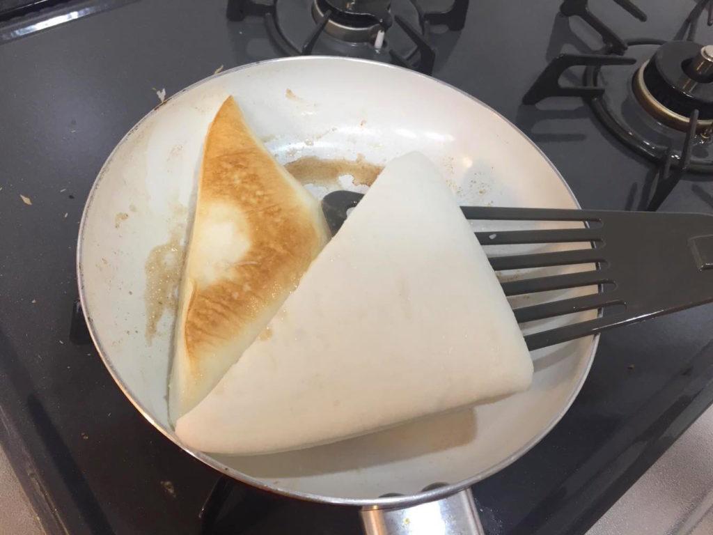 はんぺんにチーズを挟んで焼く