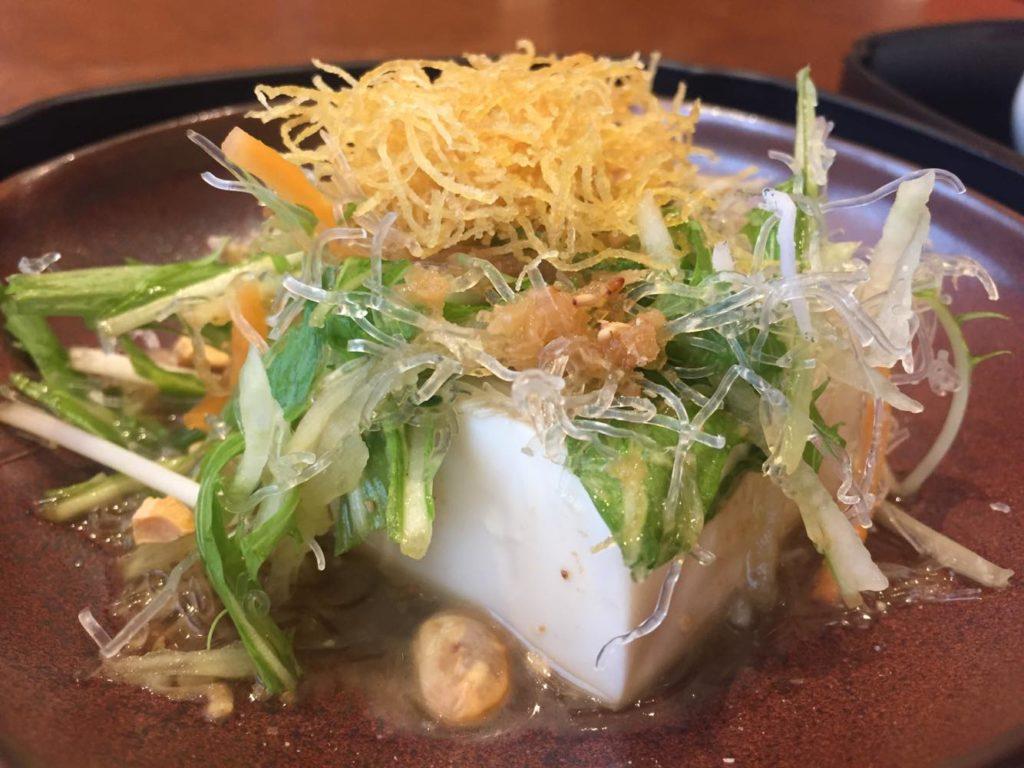 豆腐サラダを横から