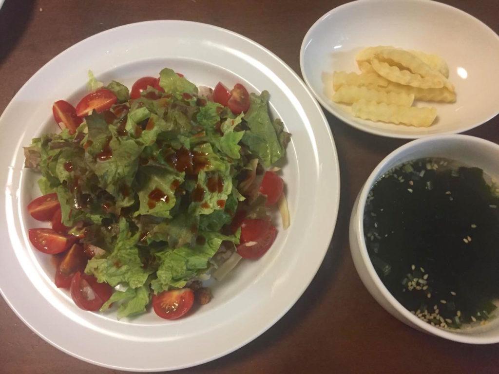 タコライスとわかめスープ、フライドポテト