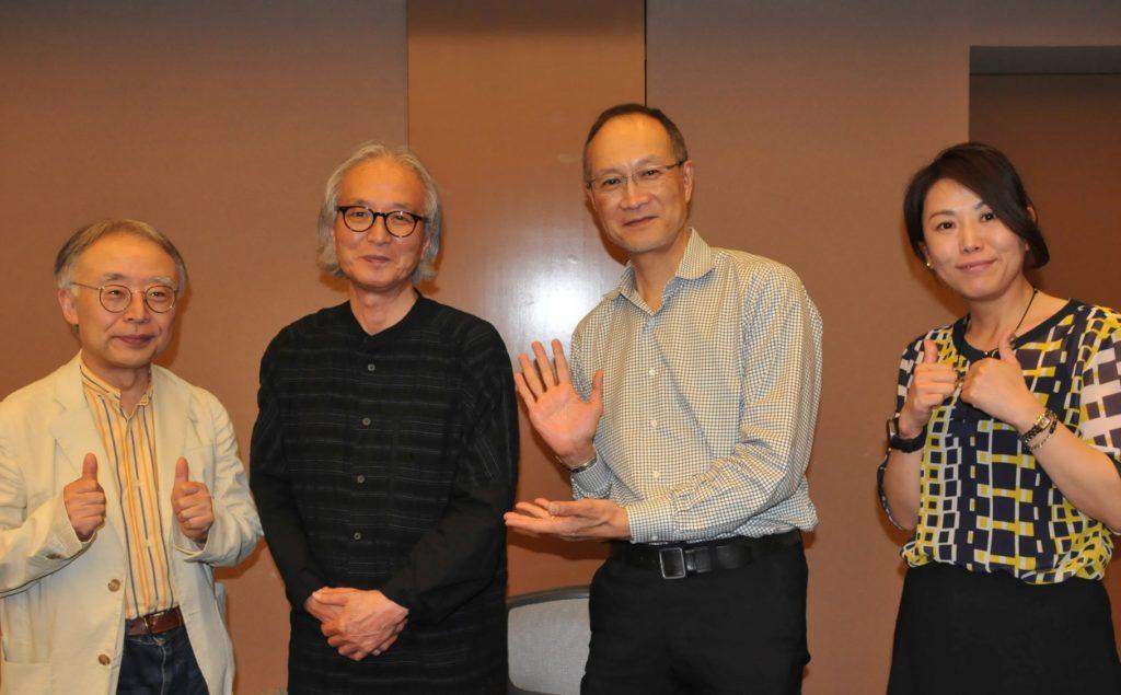 写真左から、中村陽一教授、北山晴一名誉教授、梅本龍夫特任教授、フェス発案者のAさん