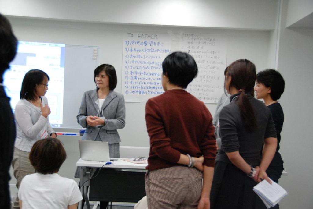 講義終了後、太田先生を取り囲む受講者